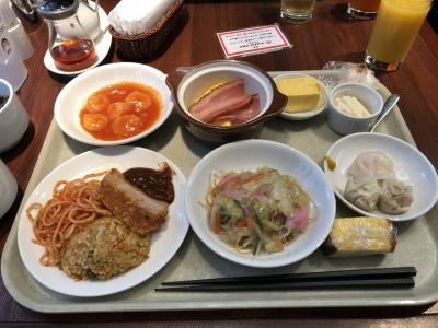ホテルの朝ご飯をそっこーで食べて準備します。