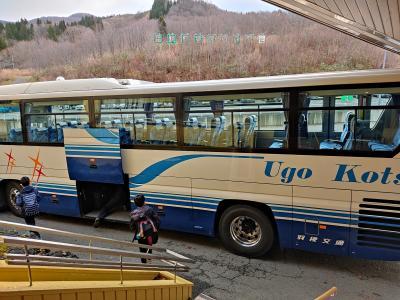 旅行2日目。<br />観光バスでまずは角館を目指します。