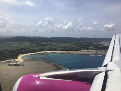 旅行1日目!<br />1時間ほどの遅延がありましたが、ピーチ便にて奄美入り。青い海が見えてテンションが上がります。