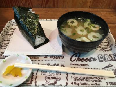 新潟駅に着きました。「にぎり米」で朝食を。野沢菜をチョイス。