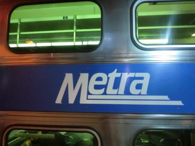 メトラ(北東イリノイ地域鉄道公社が運営する鉄道路線)のME線(Metra Electric District Line)に乗って、南のほうに向かいます。