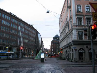 8月19日(金)<br />今回のスウェーデン・フィンランドを巡る旅も実質残り2日。<br /><br />この日はヘルシンキから日帰りで行けるというエストニアの首都タリンへ。<br /><br />まずは早朝6時、宿を出て、タリンへのフェリーが発着するヘルシンキのランシ・ターミナル(Länsiterminaali、西ターミナル)を目指します。