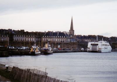 サン・マロはブルターニュ地方にある城壁に囲まれた港町。