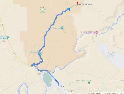 アーチーズ国立公園の入り口から、奥の方にあるデリケートアーチを目指して走ります。