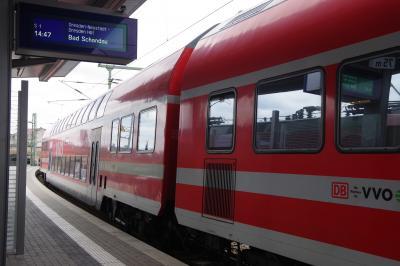 ドレスデン・ノイシュタット(Dresden-Neustadt)駅の一つ手前にある<br />ビショフスプラッツ(Bischofsplatz )駅で下車します。<br />クンストホーフパッサージュへは、ノイシュタットからも行かれますが、<br />トラムを使う場合、乗り換えるか、余分に歩くことになるので、<br />1本のトラムで近くまで行かれるこの駅で降りました。