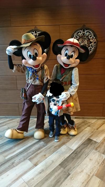 ミッキーとミニーとペアでグリーティング出来ました♪家族写真と子供だけと色々写真を撮らせてもらえました!