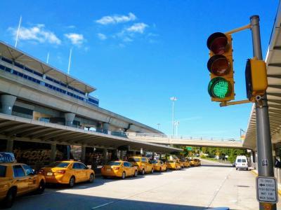 ニューヨークJFK空港に到着しました(^^)<br /><br />現地時間10時45分着です(^^)