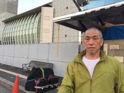 枚方市のバスターミナル。関空へのリムジンバスを待ちます。