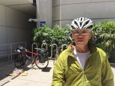 料金の安かった中華航空は香港経由でロスに到着。<br />自転車を組み立てていざ出発。そうそう、私はアメリカ上陸は初めてです。
