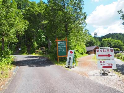 駐車場周辺に幾つか施設があったり、整備されたトレッキングコースで森林浴を満喫できる、こちらの赤沢自然休養林ですが