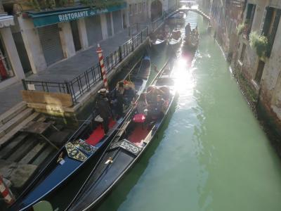 ゴンドラと運河と光と