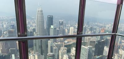 KLタワーの展望台から<br />ペトロナスツインタワーが眼前に!