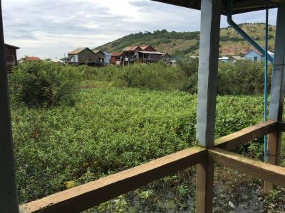 トンレサップ湖付近の漁村にて、チュンクニア村を遊んでいます。