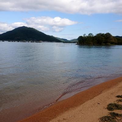 小雨が降ったり晴れたり琵琶湖の天気は変わりやすいらしい<br />おかげでうっすら遠くで虹が見れたりしました