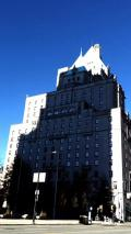 バンクーバー3日目 高層ビルを見上げながら散策、ホテルのプールで泳ぎながらもビルを見上げる。。