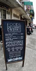 『ブルーホエールカフェ』の青いコーヒーと『ティップ・サマイ』のパッタイ...だよ。(バンコク/タイランド)