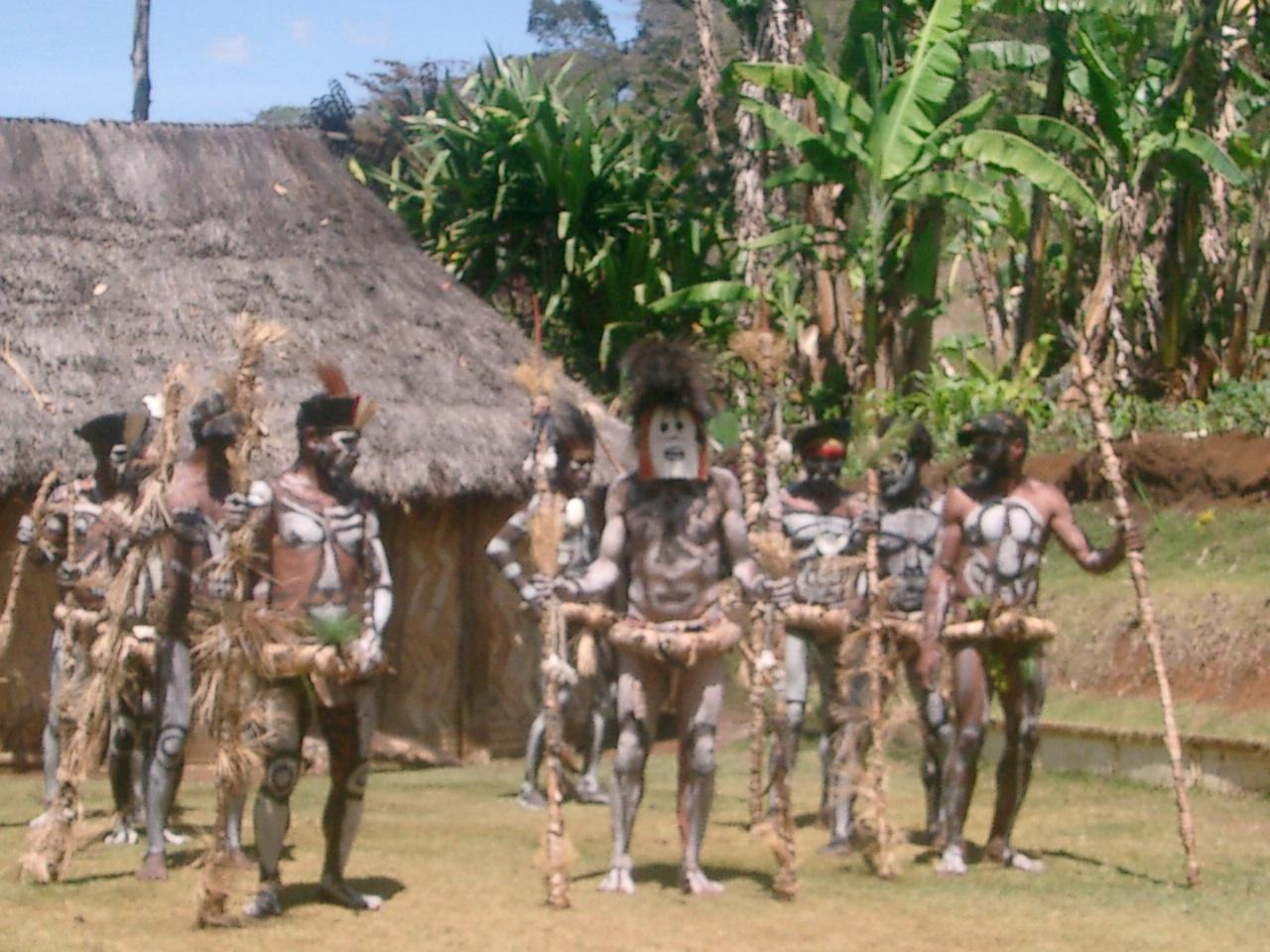 パプアニューギニア旅行 [写真版] ムームーダンス (8.15) 08夏