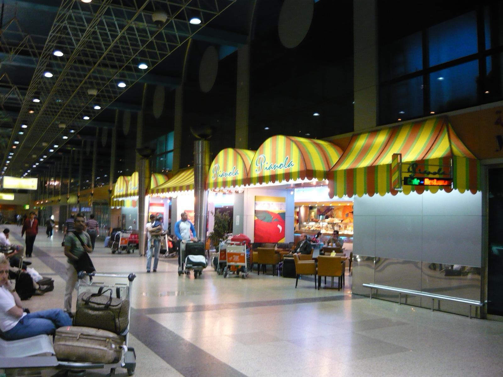 カイロ空港とトランジットホテル。