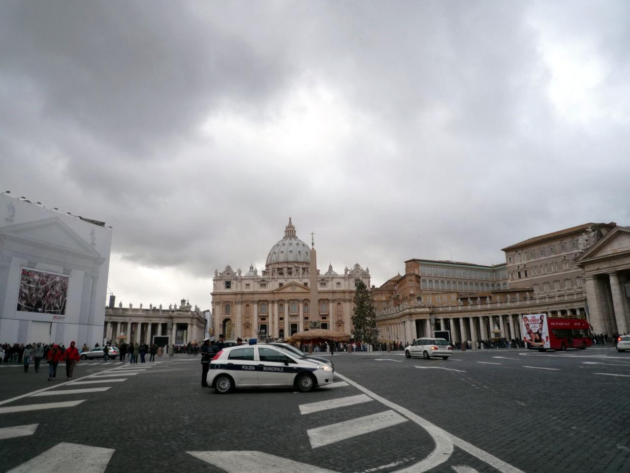 年末年始イタリア④カトリック総本山サン・ピエトロ大聖堂 1月1日の夜景