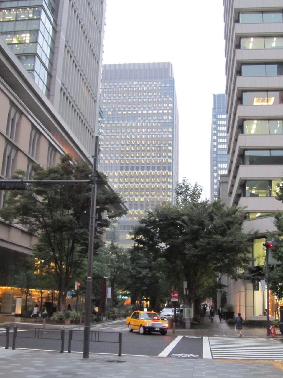 和田倉噴水公園~和田倉門~東京駅丸の内側中央口前を歩く
