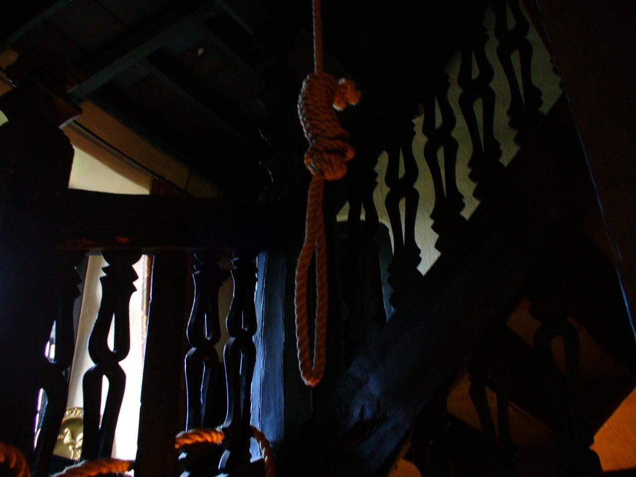 再び登場、ウェールズの怪奇?! 縛り首の宿と血で描かれた消えない壁画だよ~ん♪