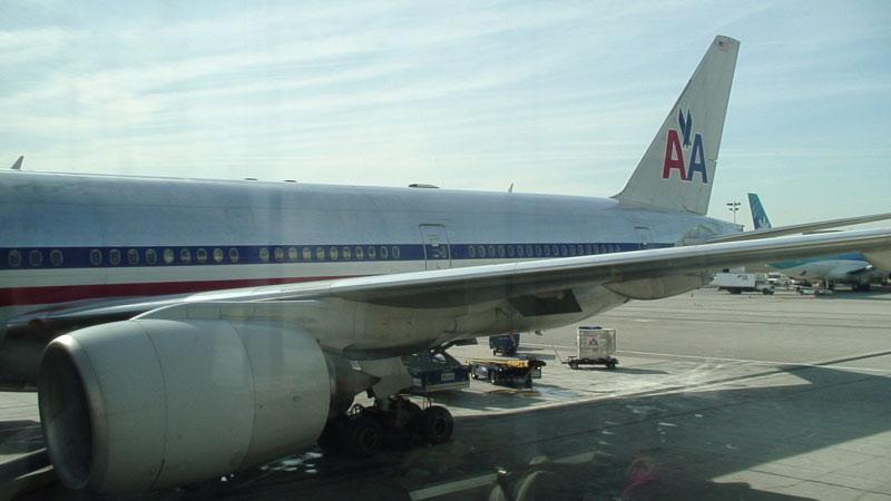 アメリカン航空アルコール飲料無料化 - フリーバード