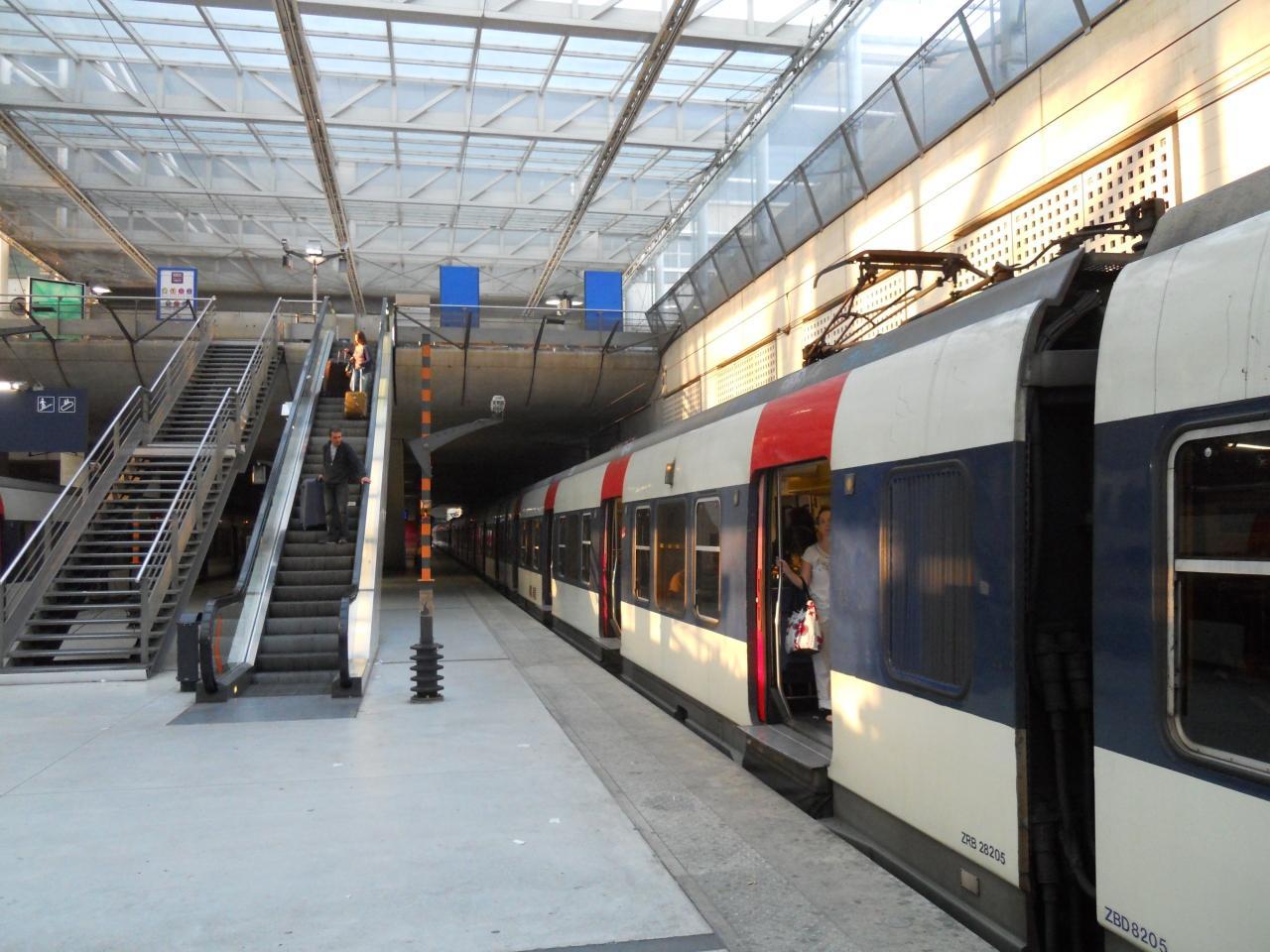 「パリ地下鉄 シャルルドゴール空港」の画像検索結果