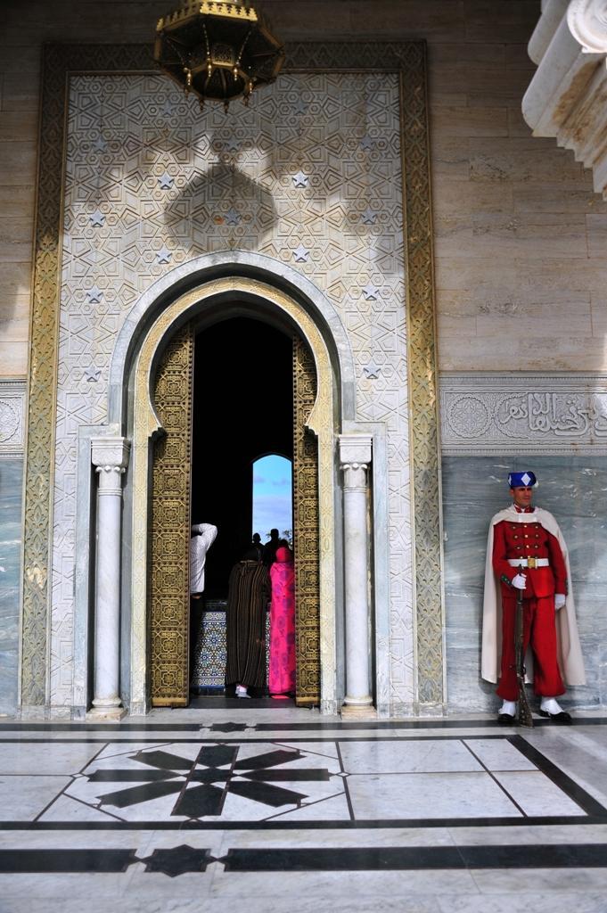 興奮と感動のモロッコ (29)  ムハンマド5世の霊廟とハッサンの塔