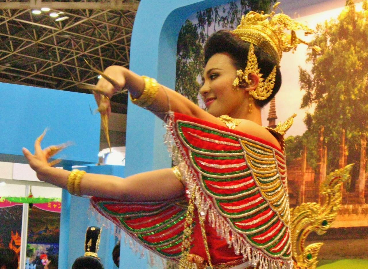 旅博2011c タイ宮廷舞踊・台湾伝統舞踊ショー ☆アジアの絆をたいせつに(2ページ)