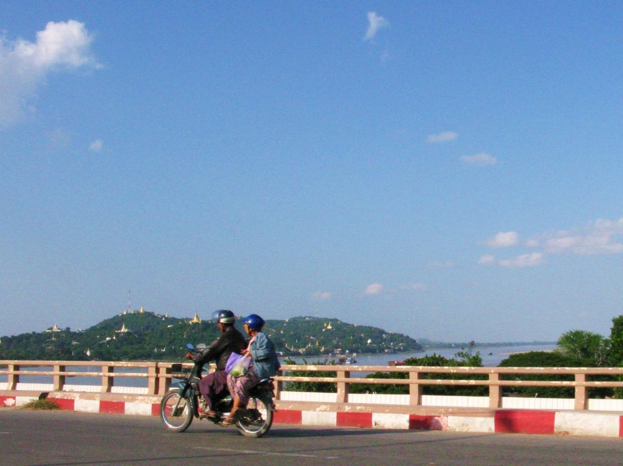 『ミャンマー紀行(9) 青空の下のウー・ベイン橋とサガイン ...