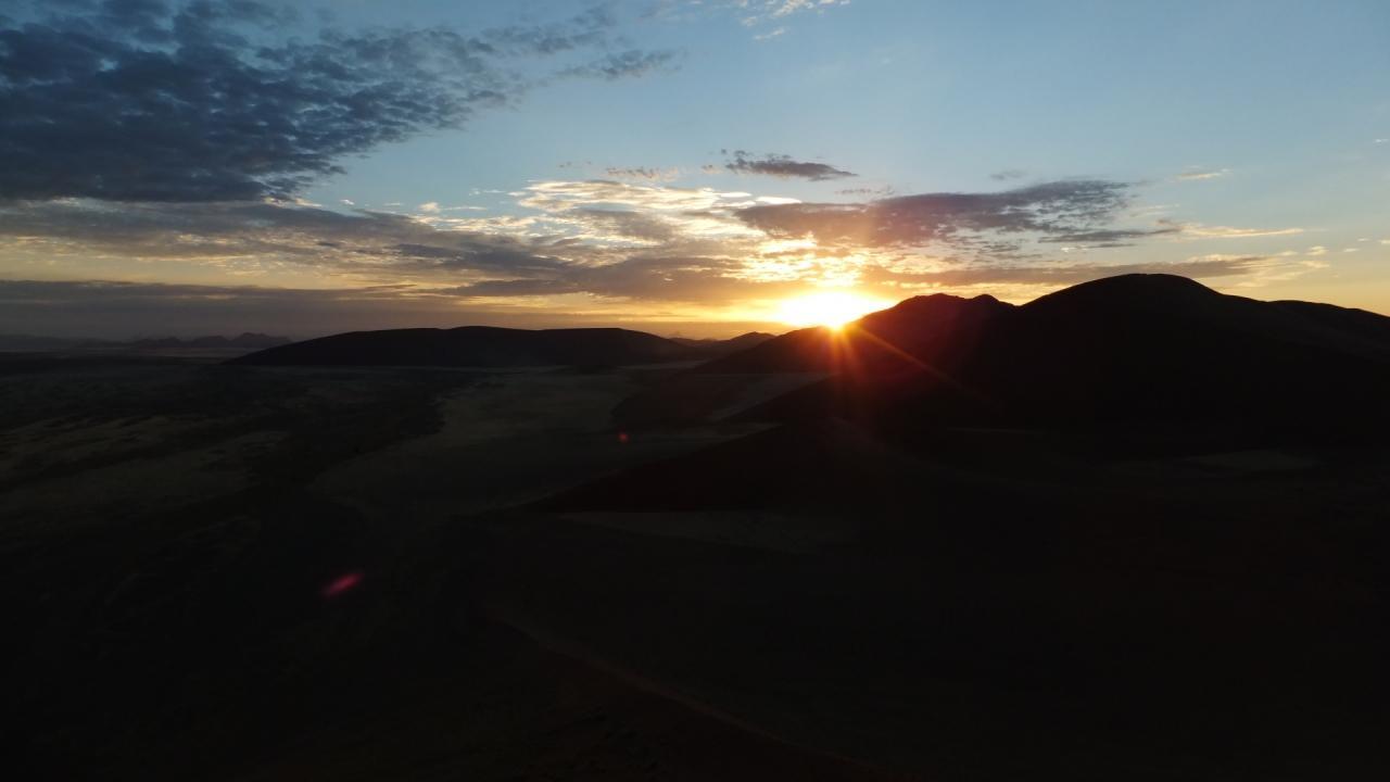 ナミブ砂漠の朝日