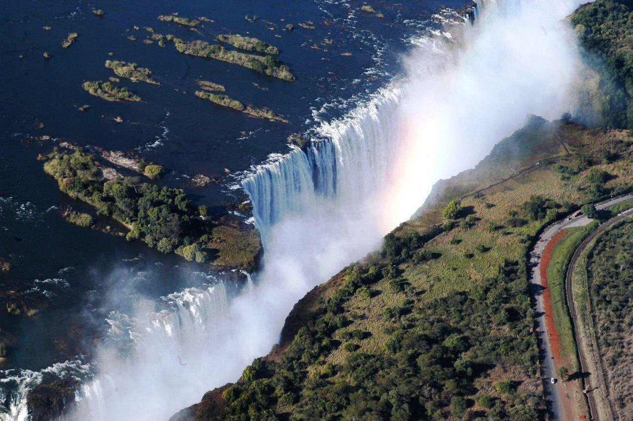 ビクトリアの滝 - ジンバブエ側とザンビア側、そして上空から望む