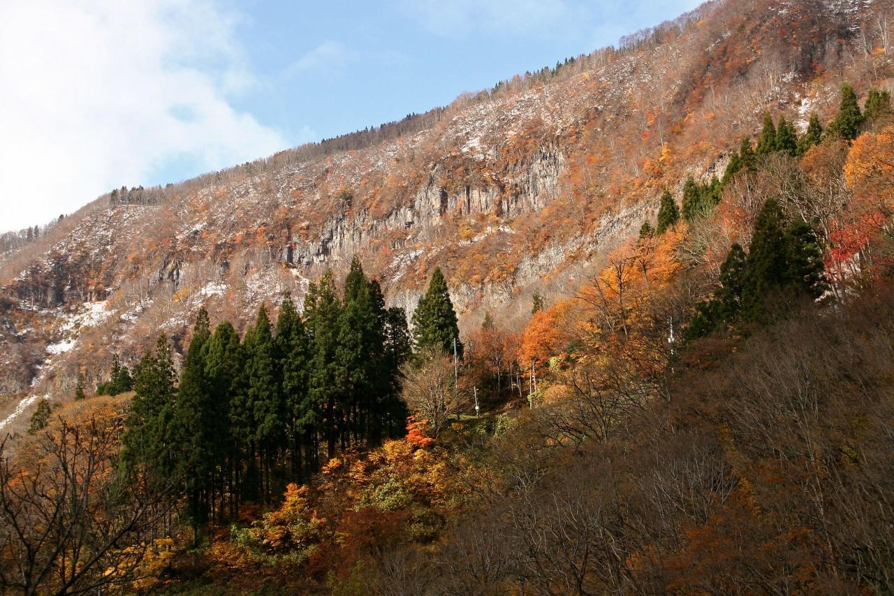 秋深き 里山に冬 忍び足』十日町...