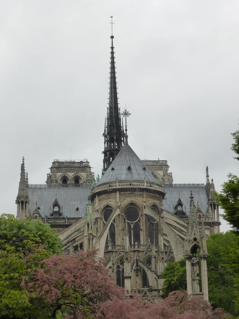 パリ最古の市場、レザンファンルージュでクスクスを食べてから、いざ、ピカソ美術館に