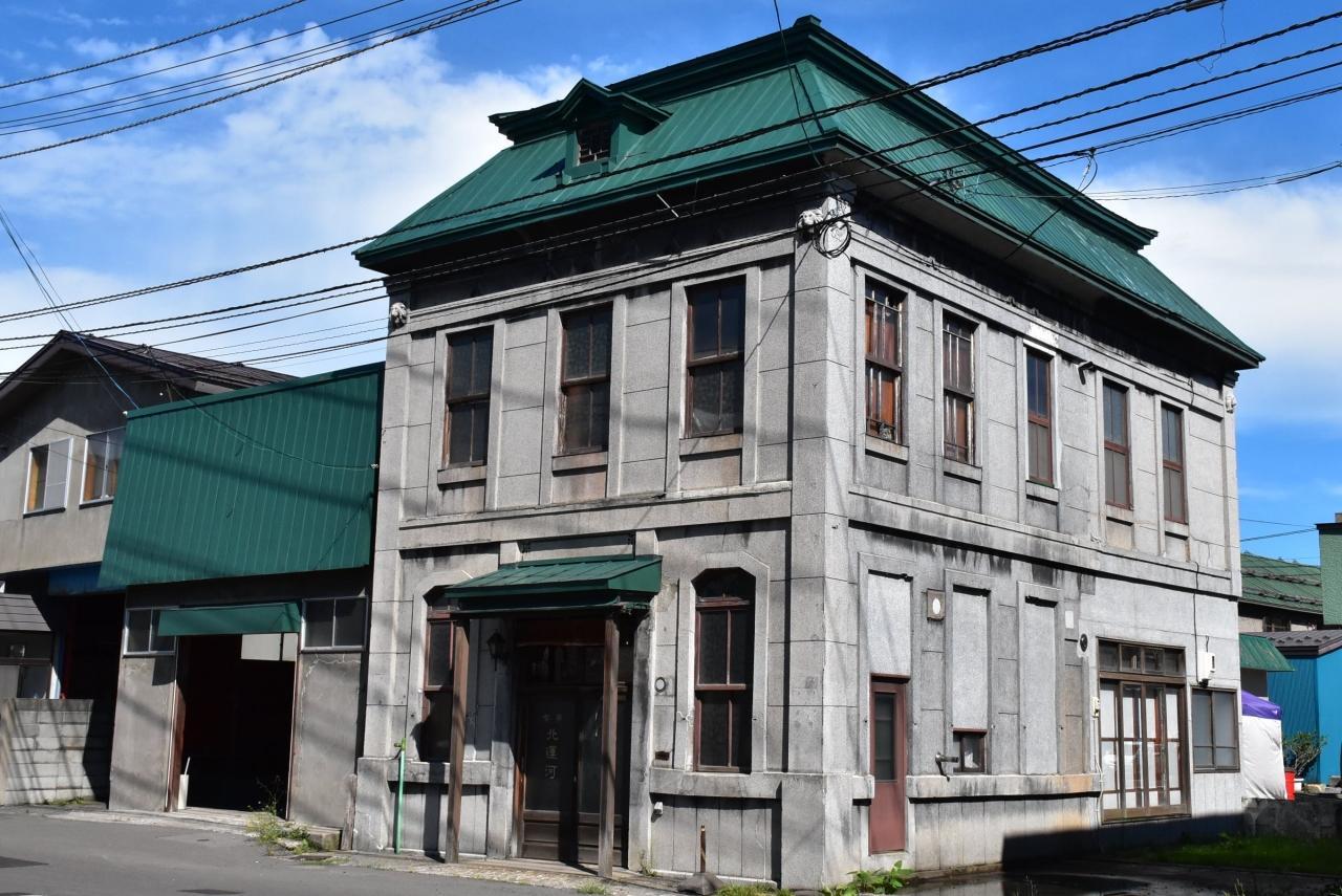 大正または昭和の建物\u003cbr /\u003e\u003cbr /\u003e緑色の屋根