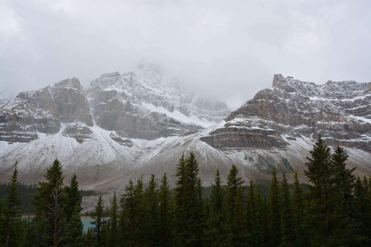 カナダ・バンフ「アイスフィールドパークウェイ、コロンビア大氷河」