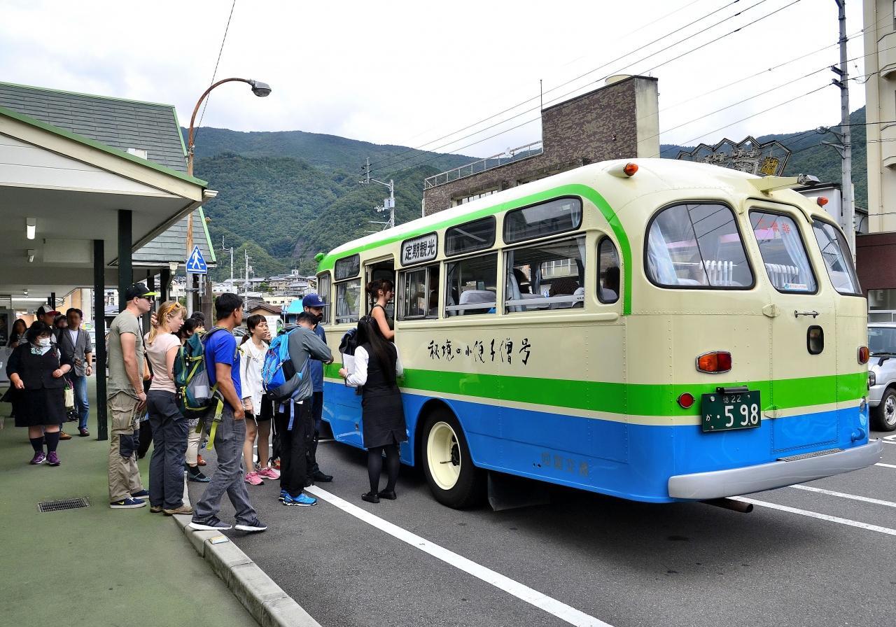 日本 ツアー バス 中
