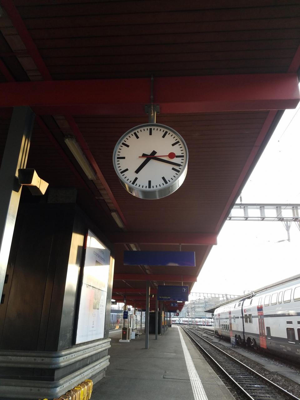 sports shoes c6485 05d81 父、スイスで時計・鉄道に没頭する旅 パート3』ジュネーブ ...