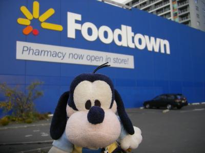 「NEW WORLD」VS「FOOD TOWN」なの。