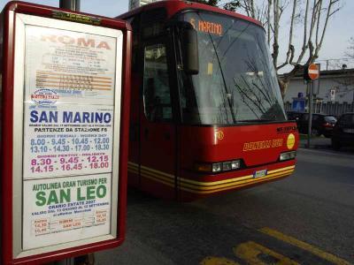 リミニ駅とサンマリノを結ぶバスの時刻表