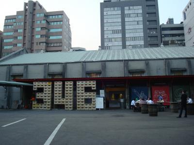 台湾ビール工場で飲むビール
