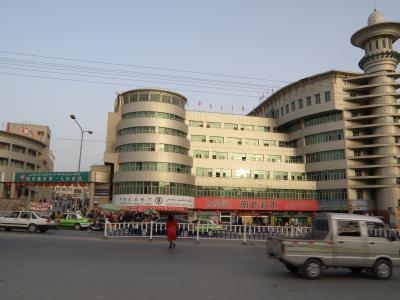 喀什で安いビュッフェ式定食を病院食堂で。 中華や羊臭に食傷気味の時に。