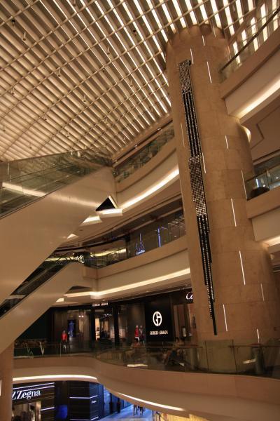 ○ シンガポール観光 「Ion Orchard (アイオンオーチャード)」