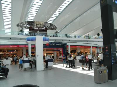 きれいにリニューアルされて国際空港らしくなりました
