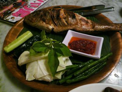 おいしいインドネシア料理を食べながら、バリ舞踊が楽しめる大人気のレストラン(@スミニャック『マデス ワルン?』)