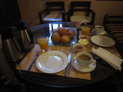 朝食。パンがとっても美味しい。