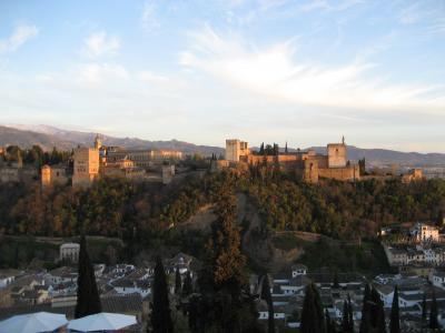 アルハンブラ宮殿を眺めながら食事をしましょう
