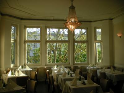 三階の明るいレストラン。