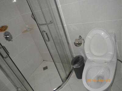 トイレとシャワールーム。