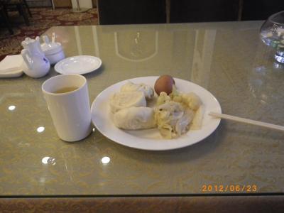 僕が食べたものを参考に。まんじゅうと白菜炒め、ゆで卵
